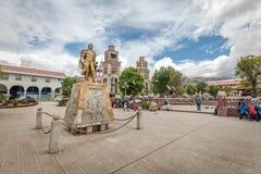 在Plaza De阿玛斯,秘鲁,南美附近的纪念碑 库存照片
