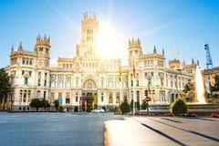 在Plaza de Cibeles的Cibeles喷泉在马德里在一美好的秋天天 免版税库存图片