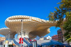 在Plaza de la恩卡纳西翁的著名Metropol遮阳伞 塞维利亚,西班牙 免版税图库摄影