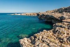 在Plemmirio自然储备的海岸线,在Siracusa东西西里岛附近 免版税库存照片