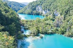 在Plitvice湖国家公园内的分裂平实湖,在克罗地亚 库存照片