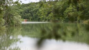 在Plitvice湖的旅游小船 影视素材