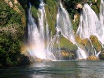 在Plitvice湖& x28的瀑布; Croatia& x29; 库存图片