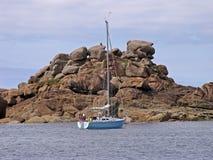 在ploumanach石头附近的布里坦尼海岸法国 免版税库存图片