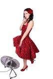 在pniup常设通风设备附近的挥动的女孩 免版税库存照片