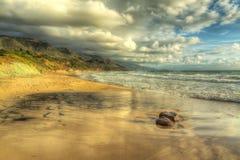 在Poglina海滩的岩石 免版税图库摄影