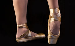 在pointe的芭蕾英尺 免版税库存照片