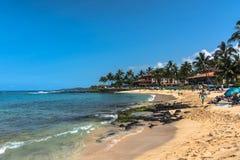在Poipu,考艾岛,夏威夷的沙子海滩 库存图片