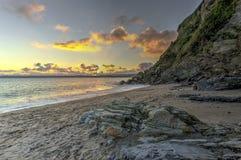 在Polkerris海滩的日落在康沃尔郡,英国 免版税库存照片