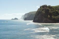 在Pololu谷和海洋,夏威夷的Kohala峭壁 免版税库存照片