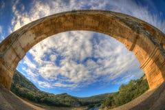 在Pont下du加尔省曲拱的白点视图  免版税库存照片