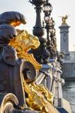 在Pont亚历山大的狮子III -巴黎 免版税库存图片