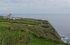 在Ponta Ferraria的灯塔 免版税库存照片