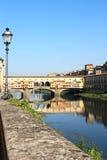 在Ponte Vecchio的视图在佛罗伦萨,意大利 免版税库存照片