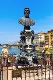 在Ponte Vecchio的雕象在佛罗伦萨 图库摄影