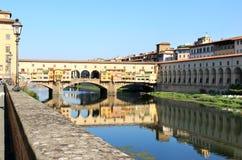 在Ponte Vecchio,佛罗伦萨,意大利的视图 库存图片
