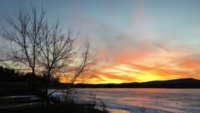 在Pontoosuc湖的日落在Pittsfield, MA 免版税库存图片