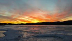 在Pontoosuc湖的日落在Pittsfield, MA 库存图片
