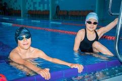 在poo的小孩游泳 免版税库存图片