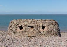 在Porlock测流堰海滩建立的石结构萨默塞特英国在夏天 免版税库存照片