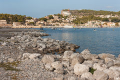 在Port de索勒的有卵石花纹的海滩 库存图片