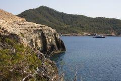在Portinatx的海湾在海岛伊维萨岛上 免版税库存图片