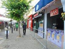 在Portlaoise打开在大街上的前面酒吧 库存照片