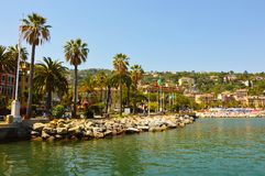 在portofino散步s小镇附近的著名意大利ligure利古里亚margherita Margherita Ligure,著名小镇在利古里亚,在菲诺港附近的意大利 免版税库存图片