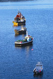 在Portree一个镇静港口停住的捕鱼船,斯凯岛,苏格兰,英国小岛  免版税库存照片