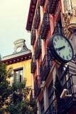 在Postas街道,马德里的经典建筑学 免版税库存图片