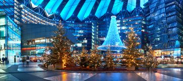 在Potsdammer广场的圣诞节装饰在柏林 免版税库存照片
