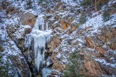 在Poudre河峡谷的冻瀑布 库存照片