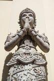 在Pra塔德土井桐树寺庙的人的雕象 图库摄影