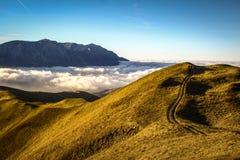 在Prahova谷,罗马尼亚的云彩 免版税库存照片