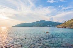 在Promthep海角和Yanui海滩的日落 普吉岛泰国 库存照片