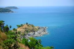 在Promthep海角观点,普吉岛, Thailan的美好的海scape 库存图片