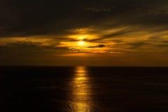 在Promthep海角,普吉岛,泰国的日落 免版税库存照片
