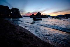 在Przno海湾的夏天日落 免版税库存照片