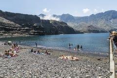 在Puerto de在大加那利岛的las Nieves的有卵石花纹的海滩, 库存照片