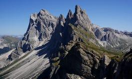 在Puez盖斯勒自然公园的盖斯勒峰顶 库存照片