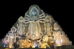 在Puja节日, 70英尺的关闭-世界的最大的杜尔加神象高,由黏土制成 库存照片