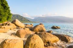 在Pulau Tioman,马来西亚的离开的海滩 免版税库存图片