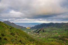 在Punto Teno灯塔附近的山在Tene西北海岸  库存图片
