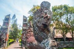 在Pura塔曼Ayun的大巴厘语雕象 库存图片
