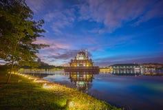 在Putra清真寺,布城马来西亚的庄严日出 库存图片