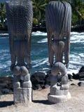 在Puuhonua在夏威夷的大岛的O Honaunau的Tiki雕象 免版税图库摄影