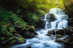 在Pylypets河,乌克兰的瀑布Shypit 库存图片