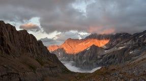 在Pyrenee山的火热的日落,法国 库存图片