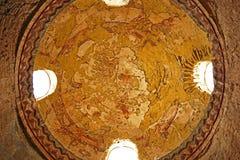 在Qasr Amra古老Umayyad沙漠城堡的片段罗马墙壁上的天花板废墟在扎尔卡,约旦 库存图片