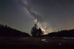 在Quabbin水库的银河星系 免版税库存照片